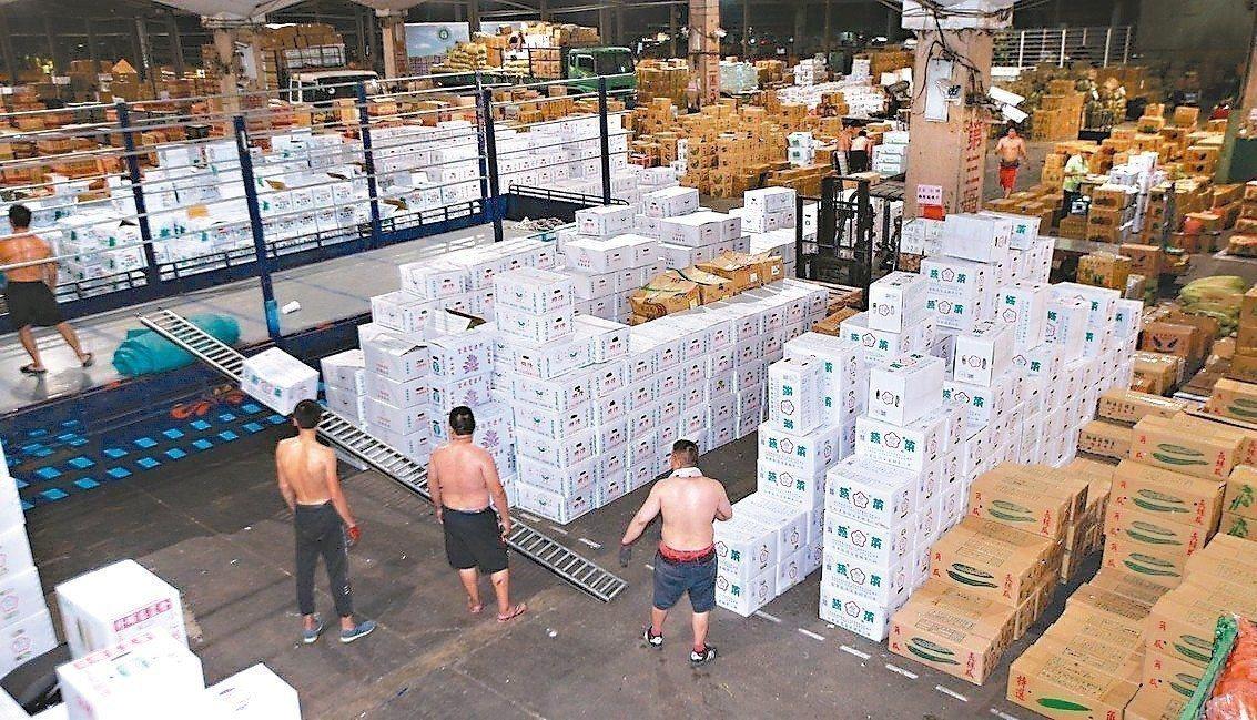 台北市政府斥資140億,進行第一果菜市場及魚市場改建案,過程一波三折。圖/本報資...