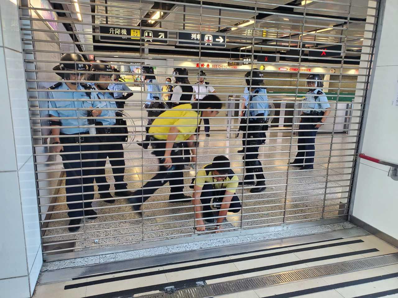 香港地鐵今日從下午開始陸續關站。圖/取自星島日報