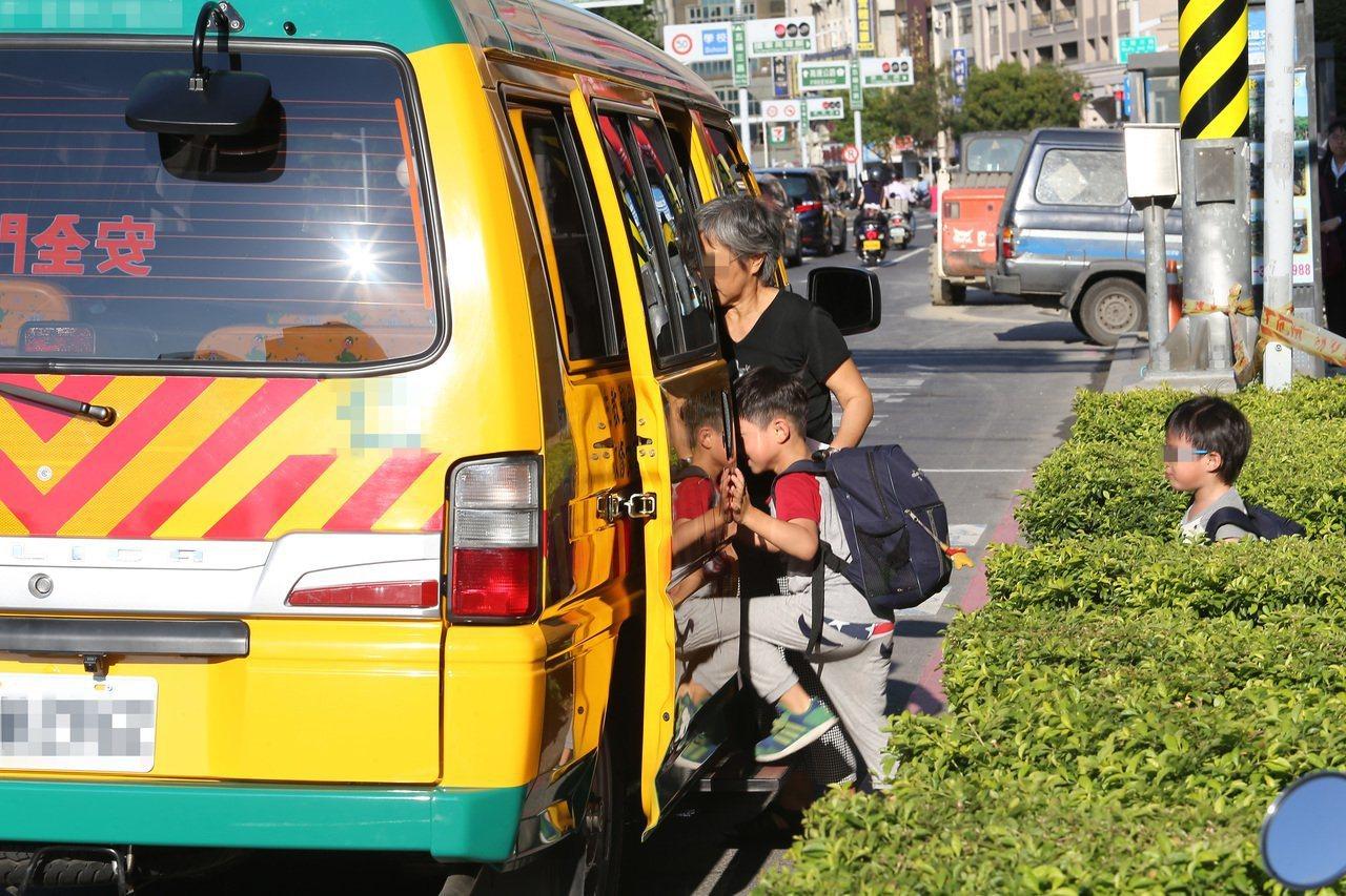 教育部今年8月啟動「公私立幼兒園汰換幼童專用車補助政策」。報系資料照