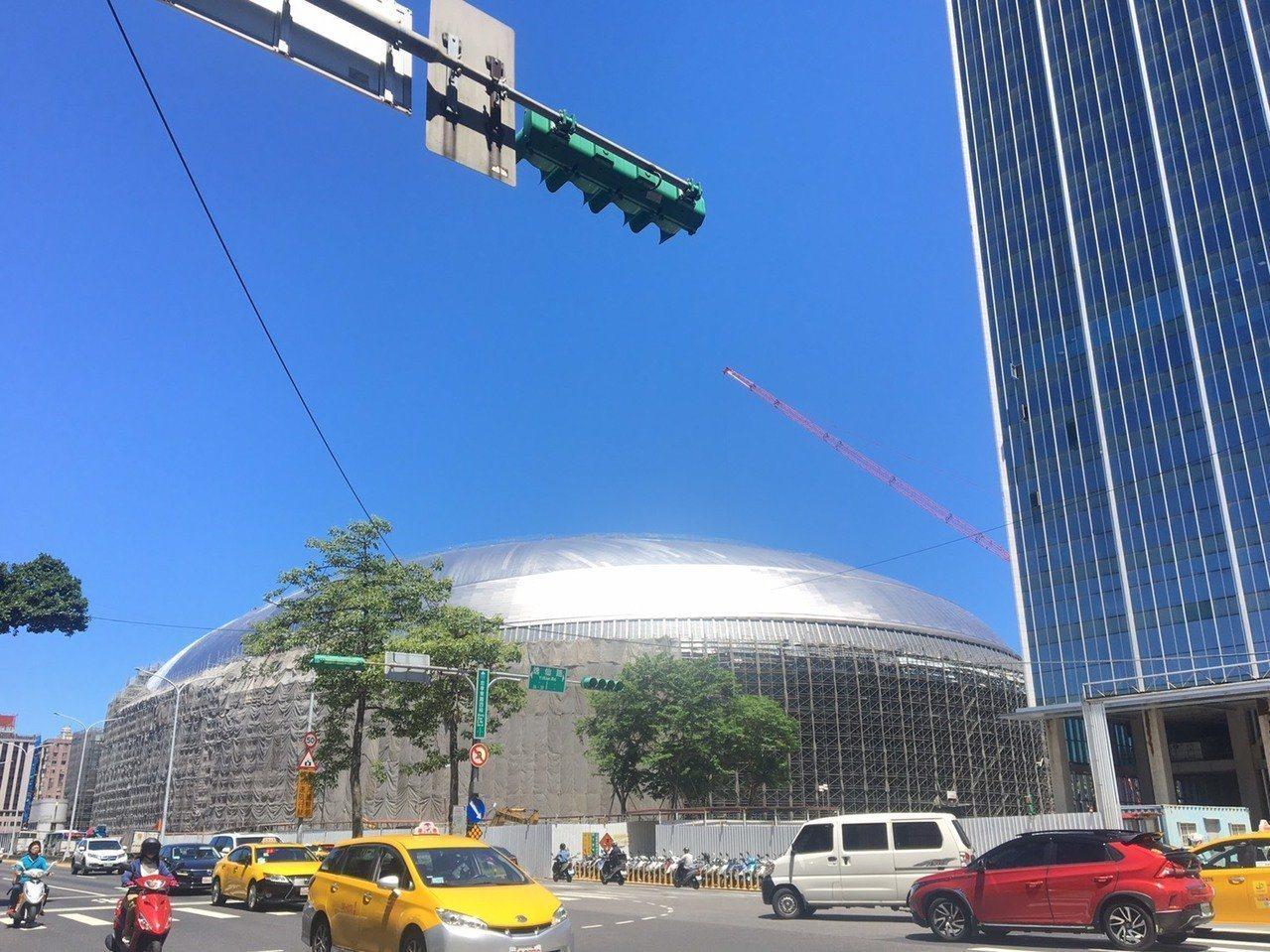 大巨蛋今天下午第7度闖進台北市都市設計審議委員會。圖/本報資料照