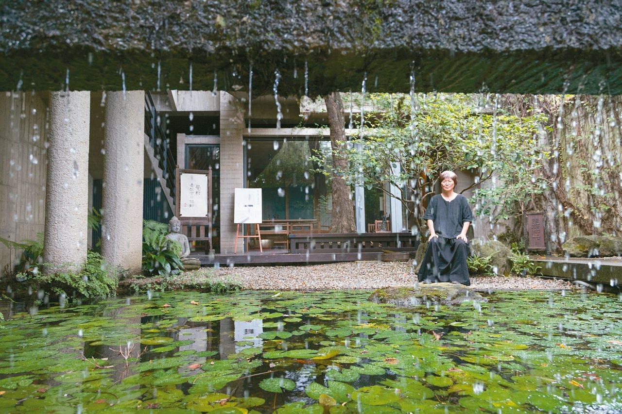 水流在菩薩寺內象徵慈悲,洗滌每個人的心。 記者陳立凱/攝影