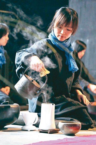 透過「咖啡禪」等活動,菩薩寺讓禪修落實在生活裡。 圖/菩薩寺提供