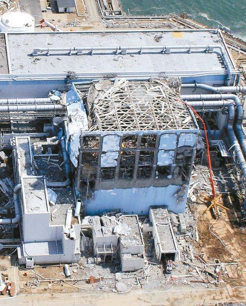 福島第一核電廠發生核災後的破敗情況。 (美聯社)
