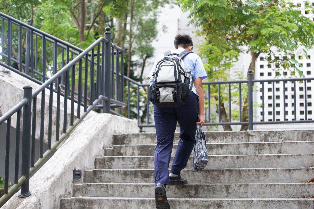 國健署調查:百分之六的高中職學生表示沒有親近朋友。非當事人。記者季相儒/攝影