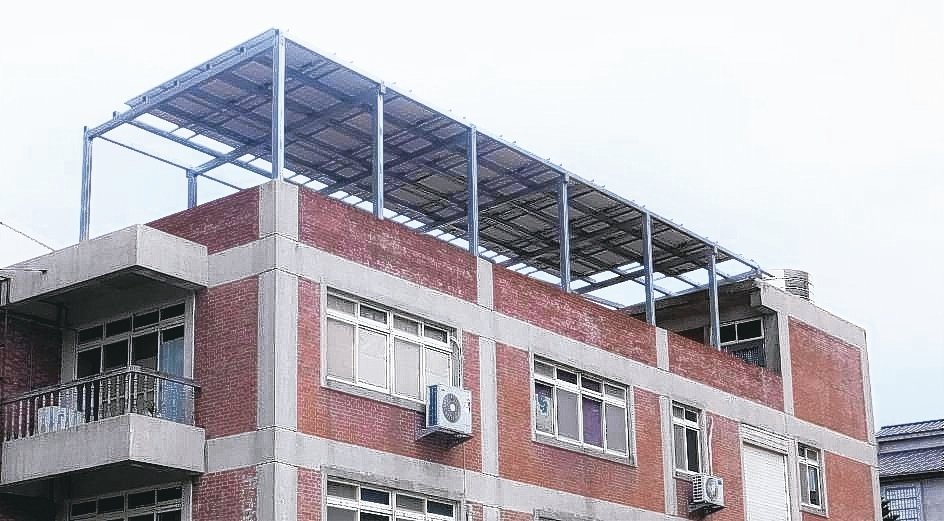 池戶錡宏為平鎮健身中心建置太陽光電系統。 池戶錡宏/提供