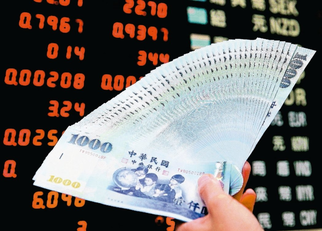台北股匯雙漲,新台幣匯率今(4)日升值7.4分,收30.405元,續創一年三個月...