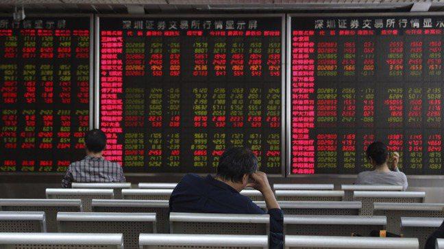 中國大陸宣布,明年起取消外商投資金融業的股權上限,時機絕非意外。圖/美聯社