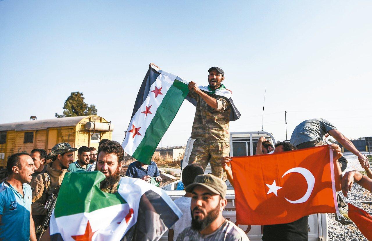 土耳其13日攻下敘國邊境城市泰勒愛卜耶德(Tal Abyad)後,土國支持的敘利...