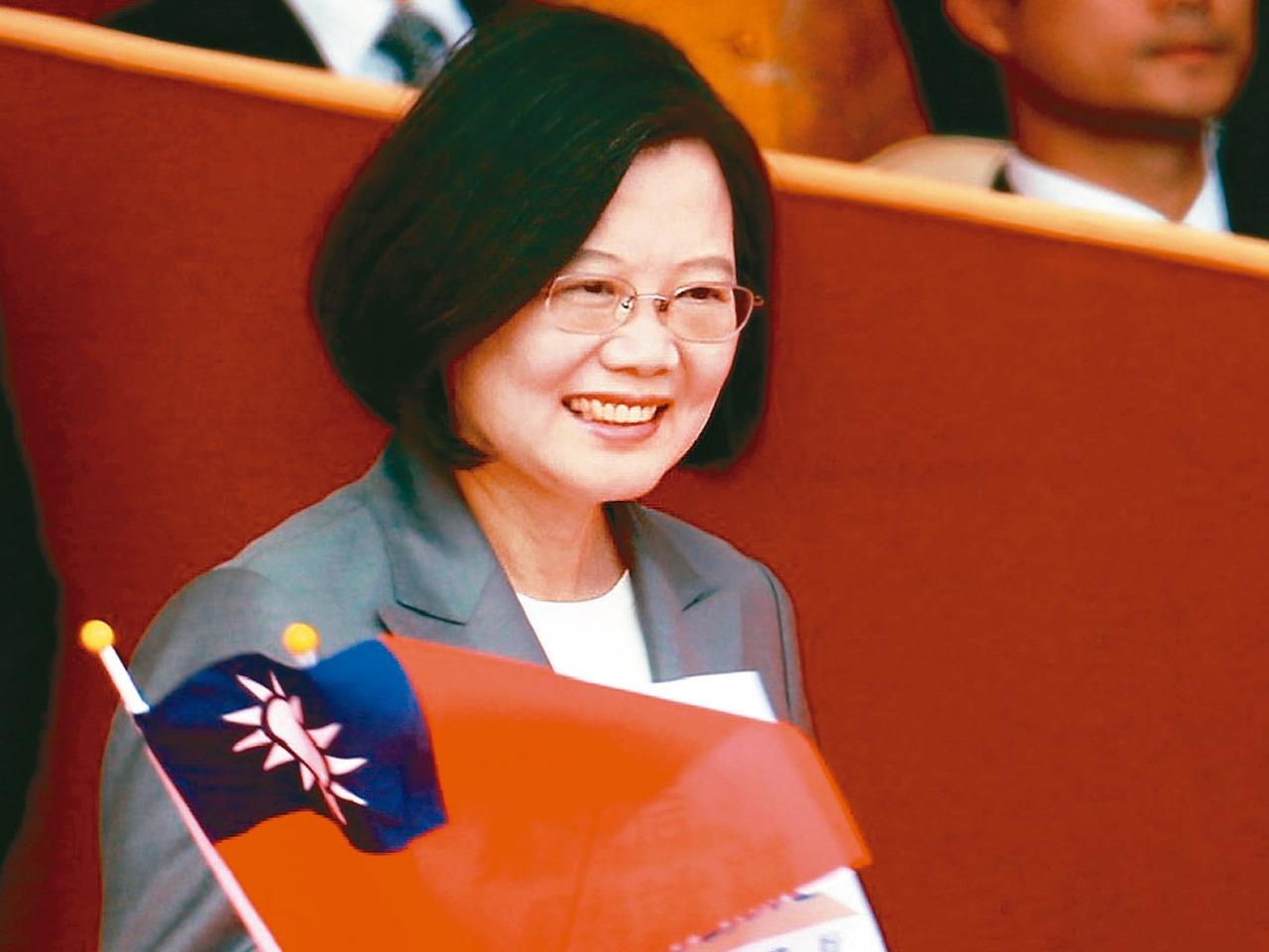 中航母經台海 蔡英文:中國介入台選舉是每天發生的事