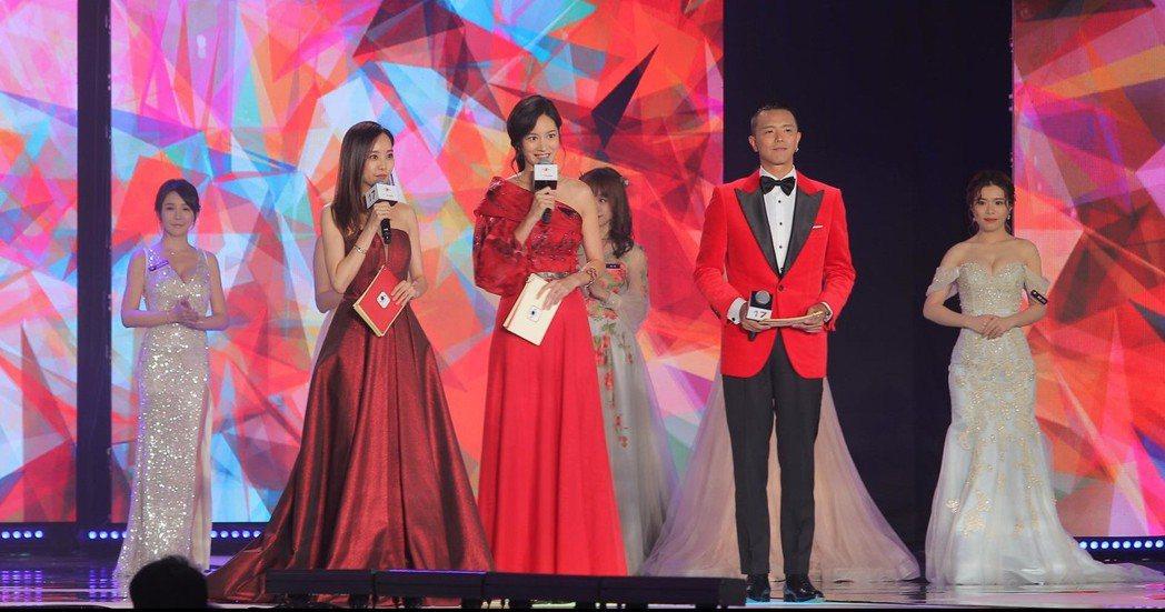 第三屆金羽獎主持人請到劉容嘉(左起)、Janet及小鬼。 羅建豪/提供