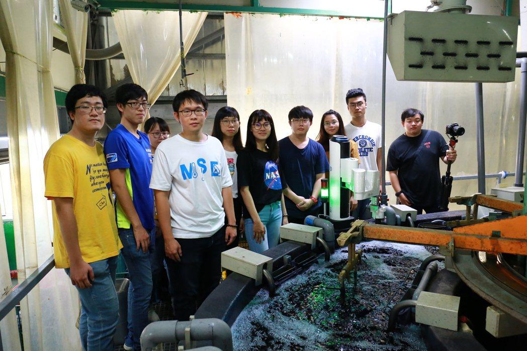 大葉大學學生前往道霖國際公司,了解電鍍業者面臨的問題。 大葉大學/提供。