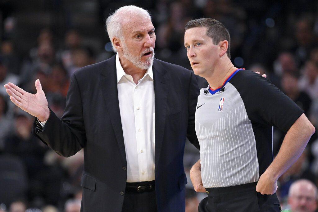 NBA新賽季推行新制度,往後每場比賽中雙方教練都各有1次挑戰判決機會。 美聯社
