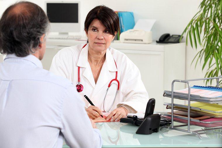 如果你被診斷為一個嚴重的病,千萬要小心求證。聽醫師講得合不合理,更小心一點,就是...