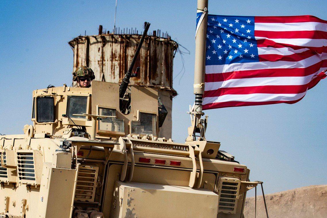 川普總統已親口下令,要把最後的1,000名駐敘美軍拉出前線,撤離到後方安全區。圖...