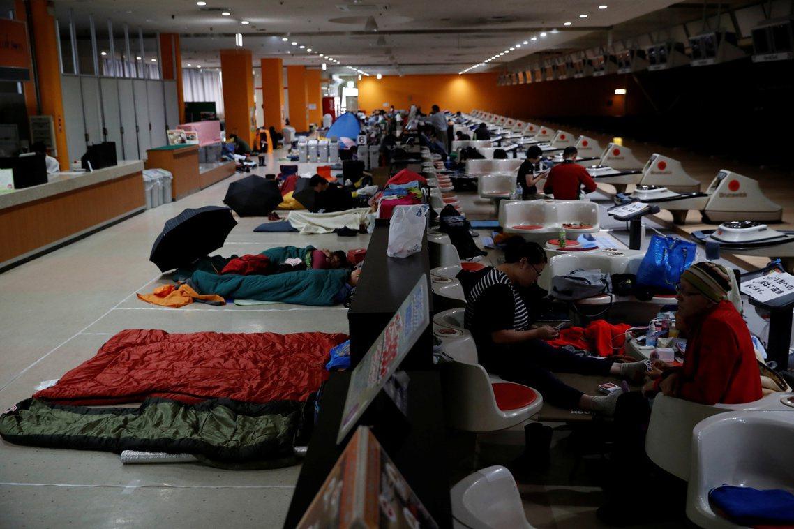 根據《NHK》的即時統計資料,目前總共有42人死亡、198人受傷、還有15人行蹤...