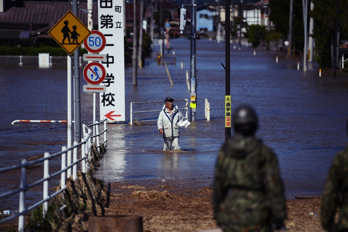 在12日晚間從日本靜岡縣伊豆半島登陸、之後橫掃關東地區和福島縣;日本氣象廳先前預...