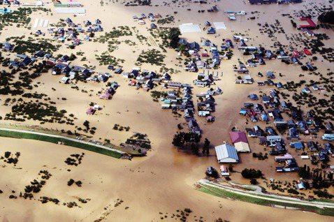 「為什麼日本面臨豪大雨,氾濫潰堤都擋不住?」直擊日本關東地區的強颱哈吉貝,在挾帶...
