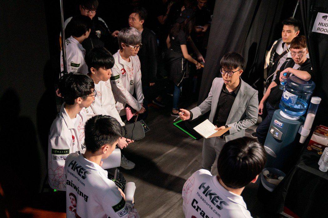 HKA在小組賽首戰對上C9,僵持46分鐘飲恨落敗/圖片截自LoL esports...