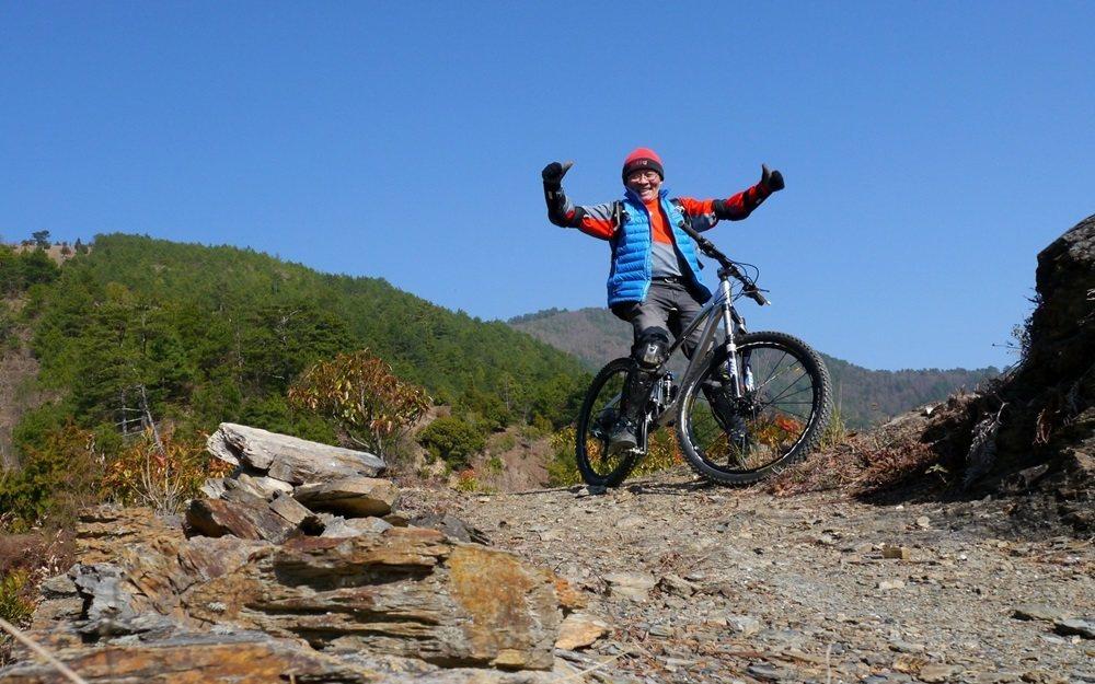 不老騎士林應月以越野車征服無數座高山,騎到山林之巔、無人之處,騎出健康與快樂。 ...