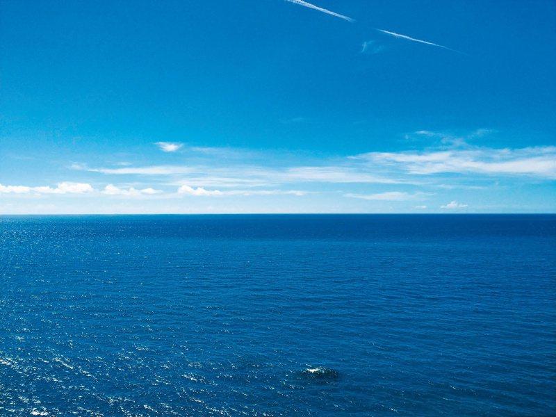 和平蔚藍的大海。 圖/王威智提供