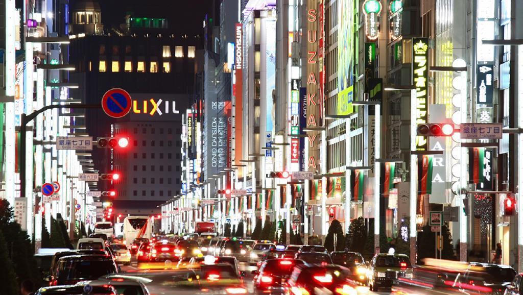 圖為日本東京銀座商業區夜景 網路照片
