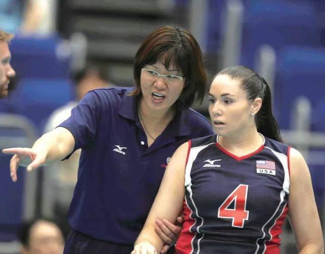 中國大陸女排主教練郎平曾因執教美國女排,並帶領美國女排在2008年北京奧運擊敗中...