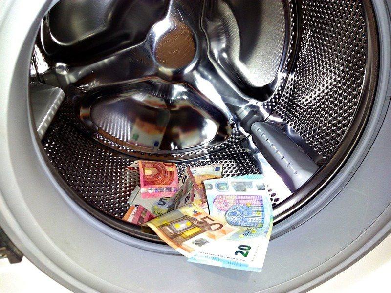 中美貿易戰進行中,政府因應海外資金大量流入做出防範。(photo by Pixa...