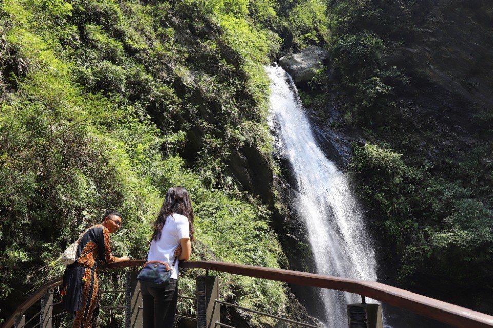 神山瀑布是來到神山部落必訪的秘境。