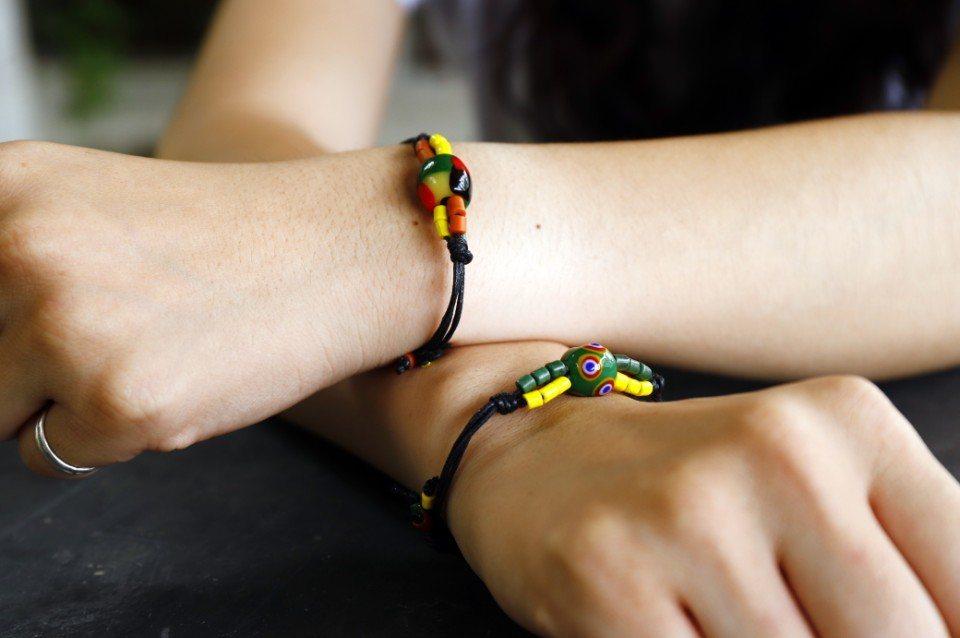 魯凱族的琉璃珠,不同圖騰各自有不同含意喔。