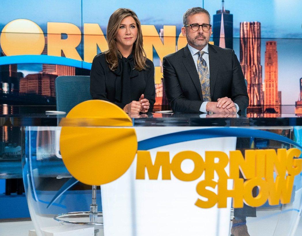 珍妮佛安妮絲頓與史提夫卡爾在「晨間直播秀」飾演主持搭檔。圖/摘自EW