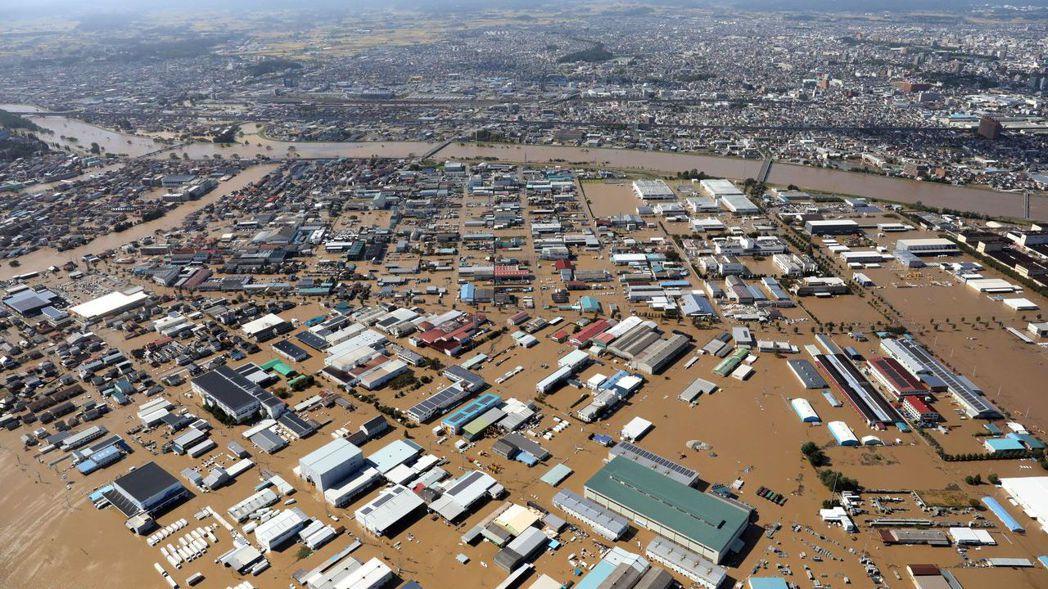 哈吉貝颱風挾帶大量雨量,日本福島縣郡山市積水成災。 (歐新社)