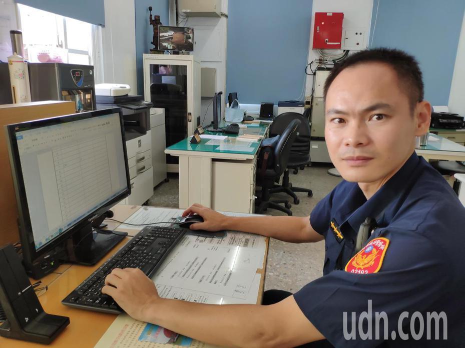 中尉情報官退伍澳洲攻碩士、白河警分局警員程韋僑,有著不平凡人生閱歷。記者謝進盛/攝影