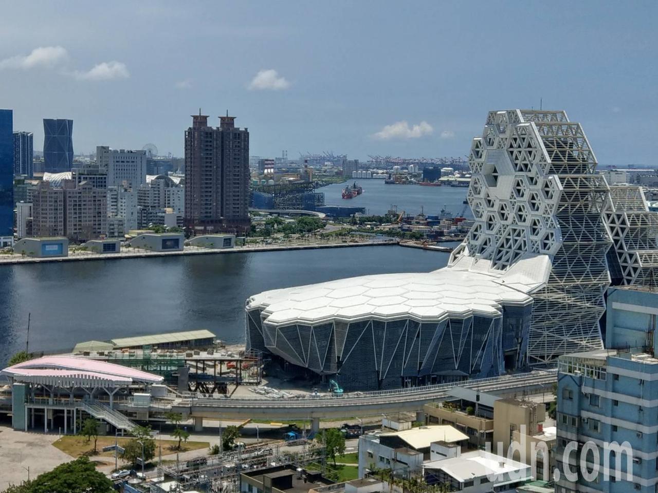 海音中心工程中高、低塔及大型室內表演空間其結構為3D特殊不規則造型的多向柱頭,外...