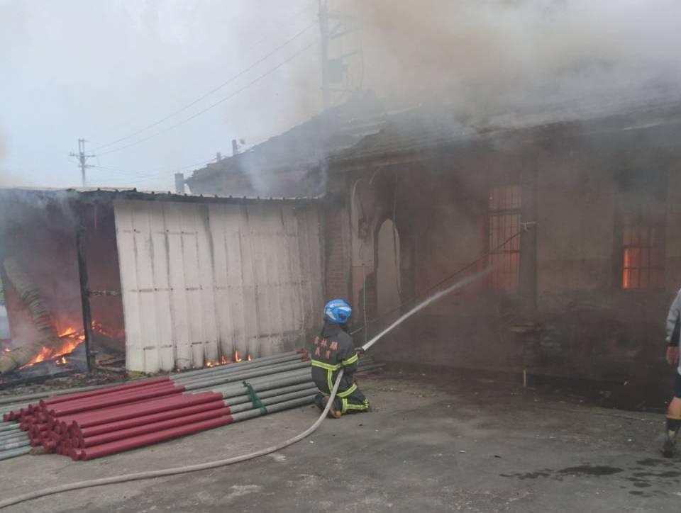 雲林二崙鄉大華村今天早上發生住宅火警。記者李京昇/翻攝