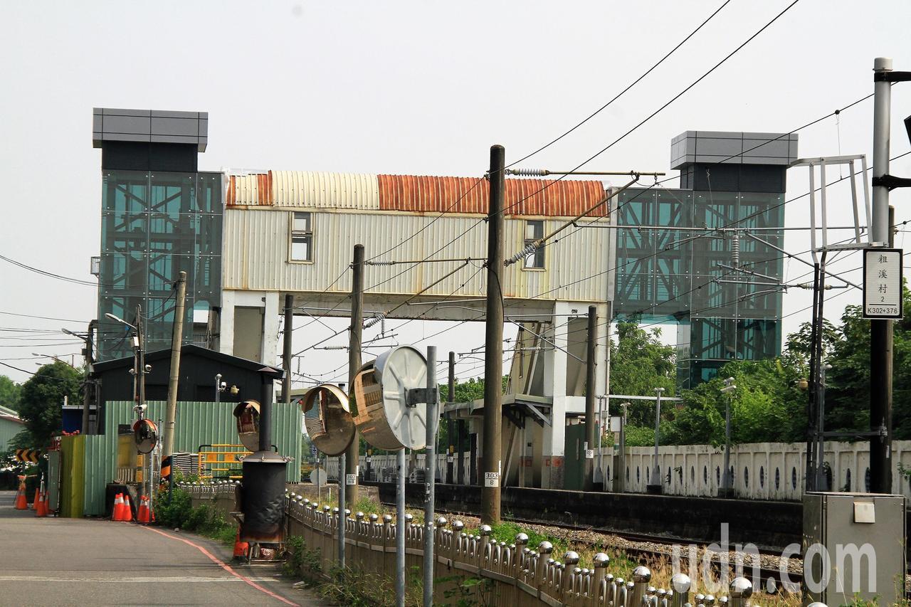 嘉義縣水上火車站電梯工程近期已完工,目前開始測試、申請電梯執照,預定11月份啟用...