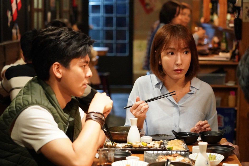 楊謹華(右)、林柏宏主演「鏡子森林」。圖/民視提供