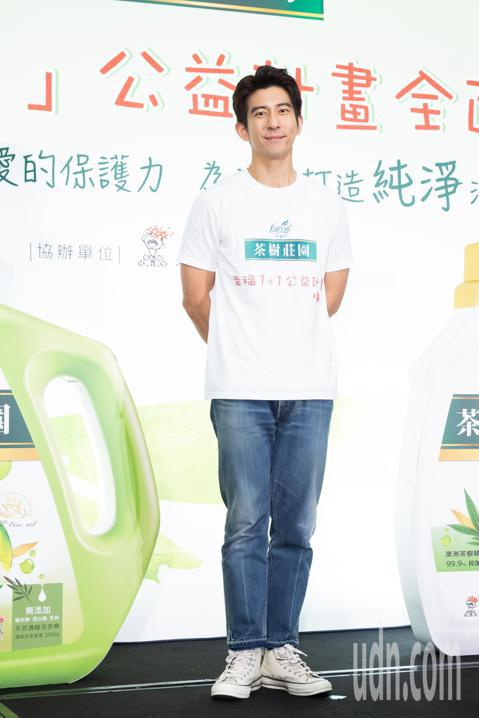 修杰楷今天化身茶樹莊園幸福大使者,出席啟動「幸福1+1」公益計畫,並在現場分享幸福家庭的秘訣。