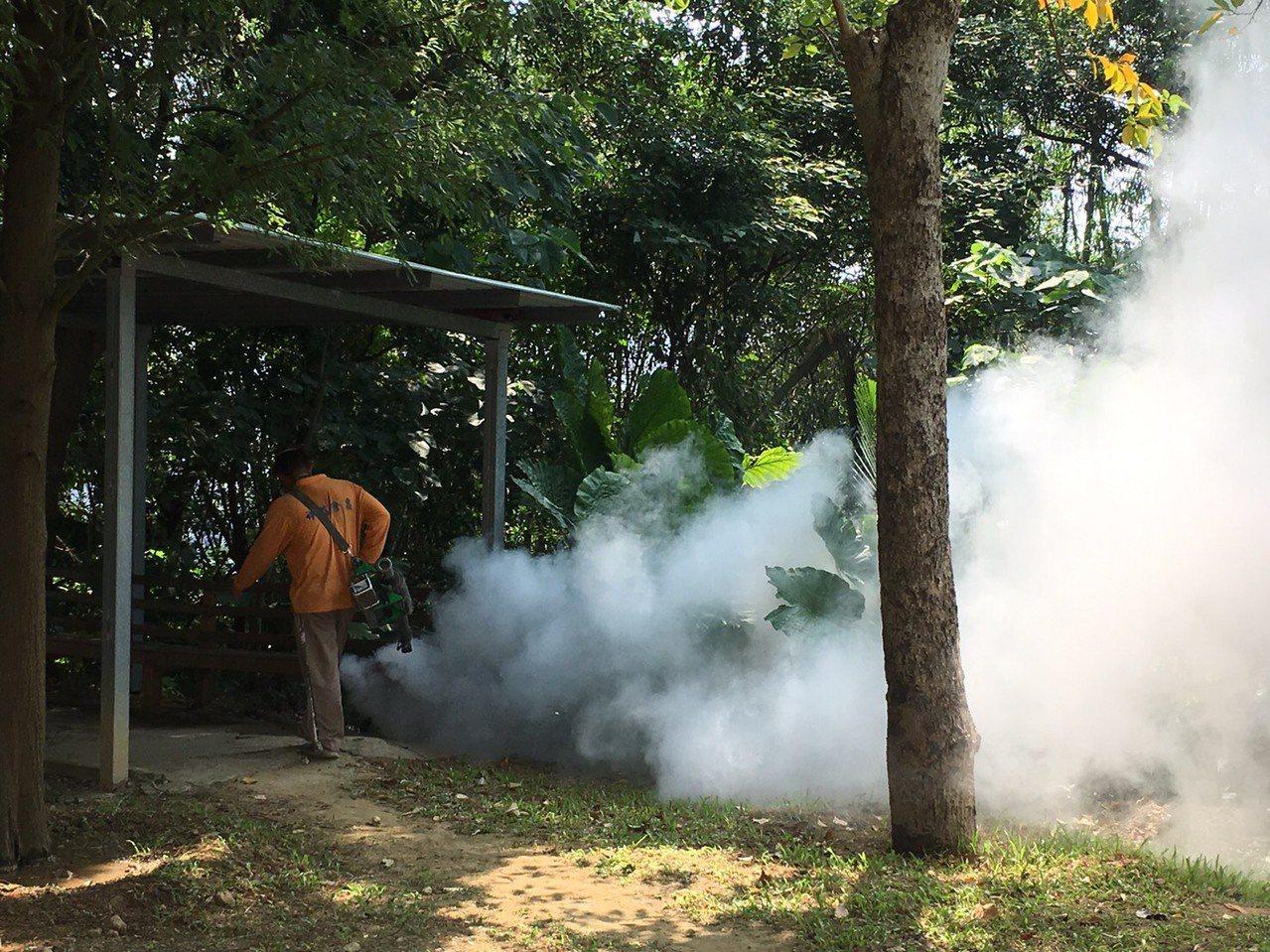 衛生局表示,目前措施為加強菜園噴消、要求地主孳清,以及請地主自主限制人員進出。