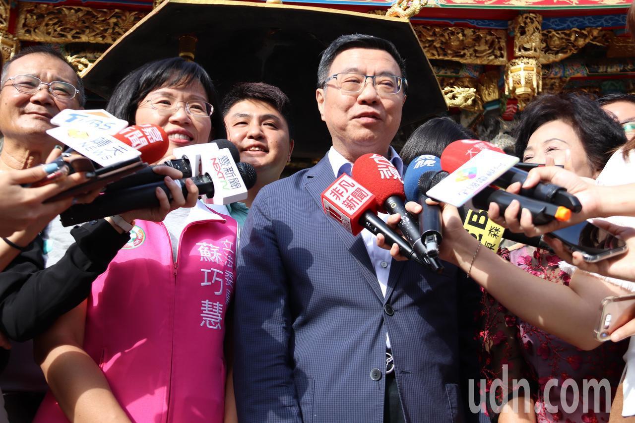 被問到國民黨的母雞都是鬥雞?民進黨主席卓榮泰笑說,不能這樣說。記者胡瑞玲/攝影