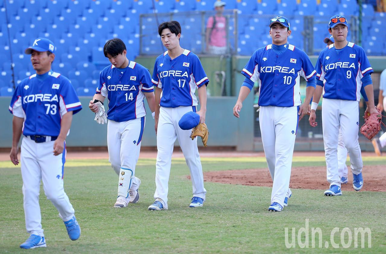 南韓隊在延長賽不敵中國隊,吞下亞錦賽首敗。記者余承翰/攝影