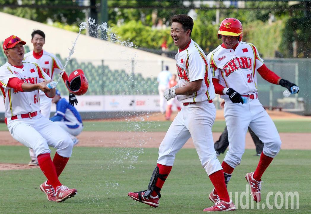 大陸隊在8局下進帳6分大局逆轉南韓,終場以8:6勝出,本屆賽事兩度碰上南韓隊都贏