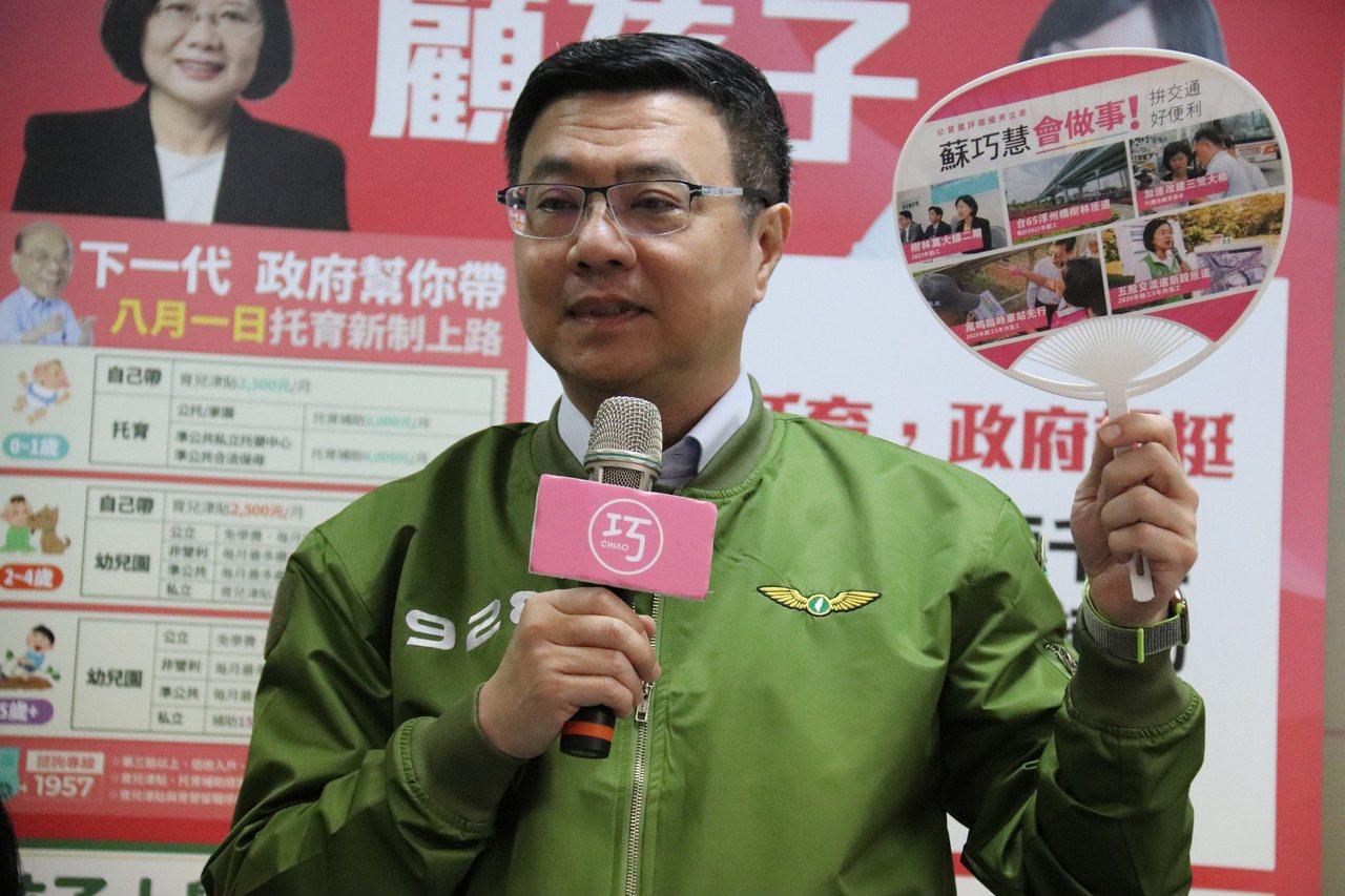 民主進步黨主席卓榮泰形容,高雄市長韓國瑜請假投入總統選舉是「才剛放完雙十連假又要...