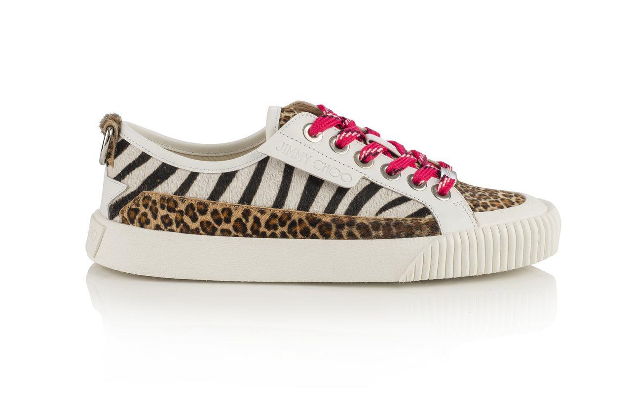 IMPALA運動鞋也以兩種不同色彩的斑馬紋和豹紋印花,產生物種之間超現實、抽象的...