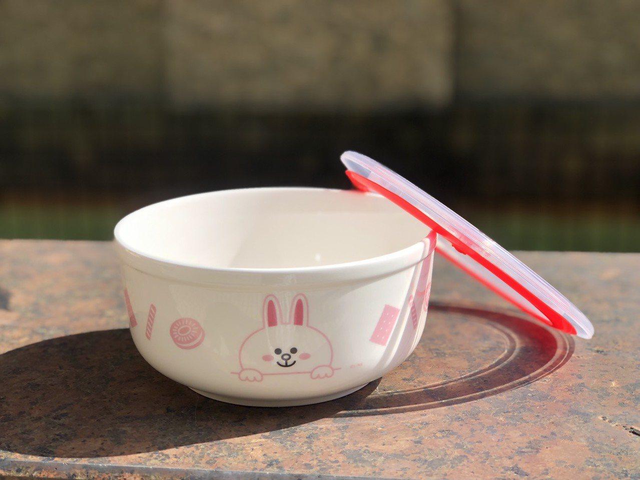 粉絲最愛「Line Firends陶瓷泡麵碗」。記者徐力剛/攝影