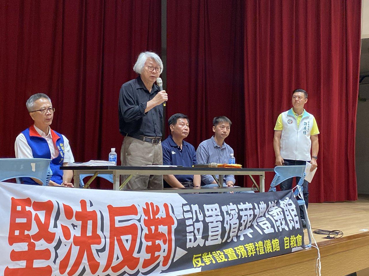 屏縣府民政處長鄭文華表示,該公司申請農地變更,在本月8日遭農業處表示反對,因此殯...