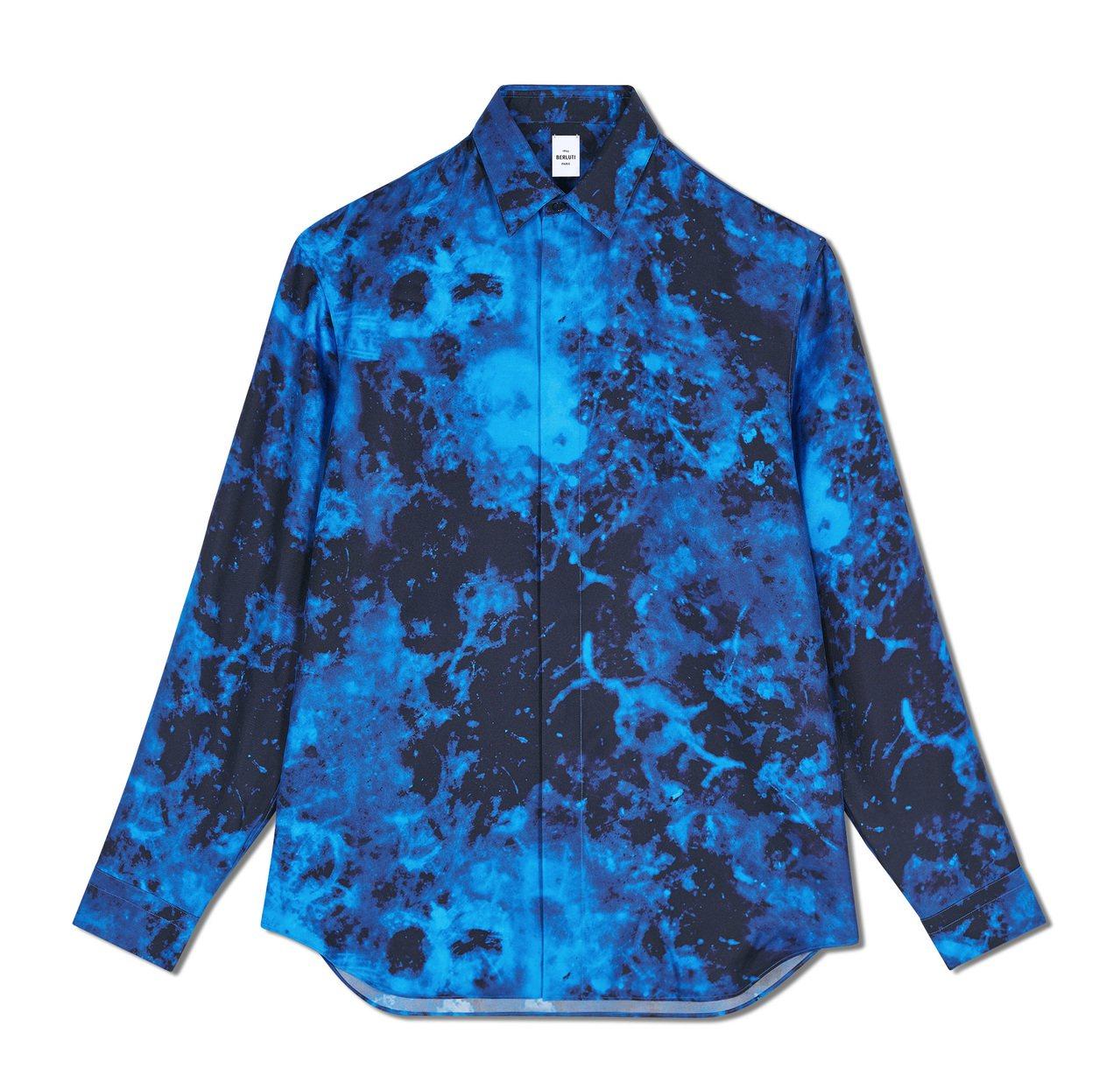 Berluti大理石紋藍色真絲襯衫34,500元。圖/Berluti提供