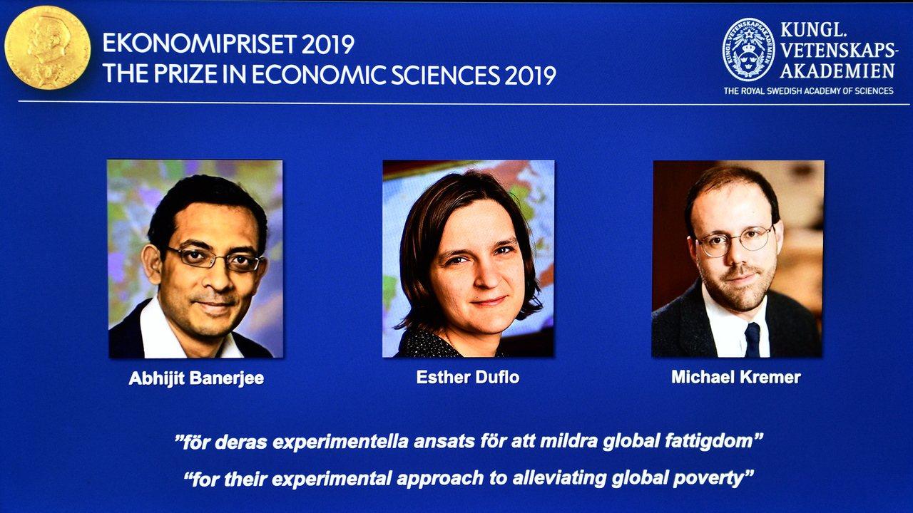 今年諾貝爾經濟學獎三位得主中,印度裔美國經濟學家巴納吉(左)和法裔美國經濟學家艾...