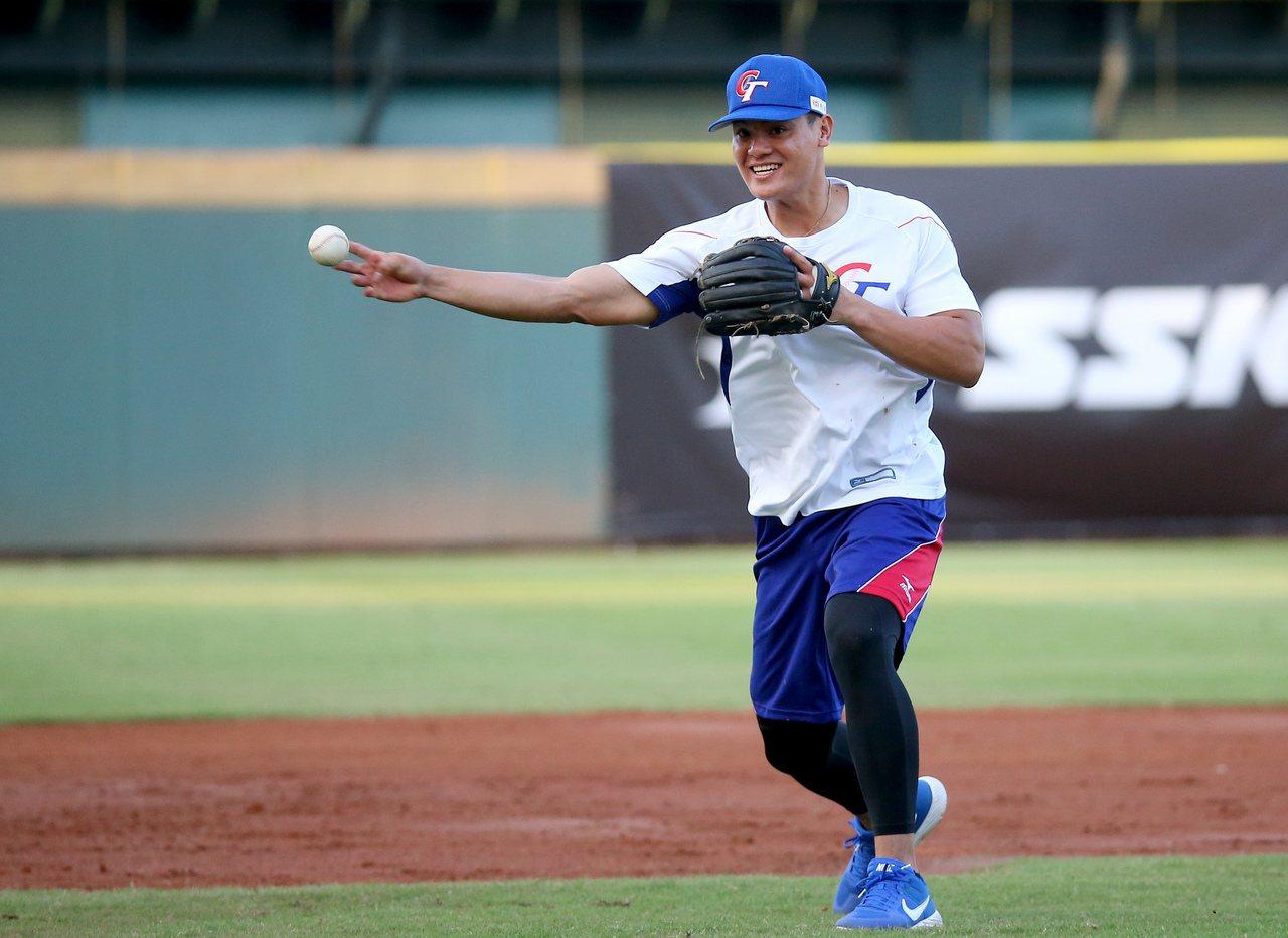 2019年亞洲棒球錦標賽,中華隊張育成賽前練習。記者余承翰/攝影