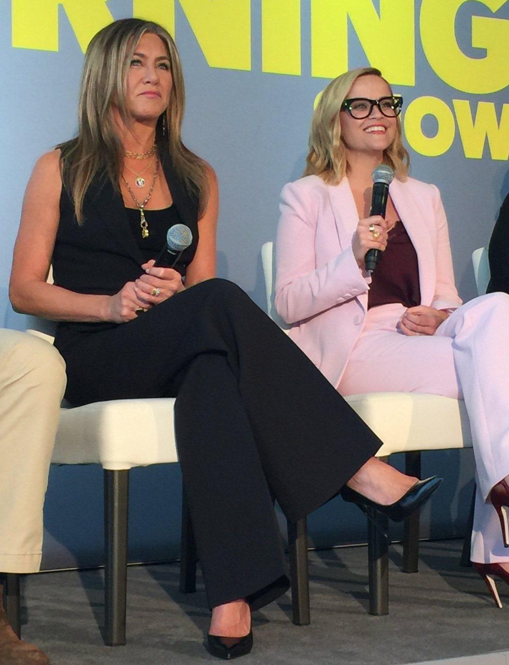 珍妮佛安妮絲頓與瑞絲薇絲朋接受國際媒體訪問,展現不同丰采。記者蘇詠智/攝影