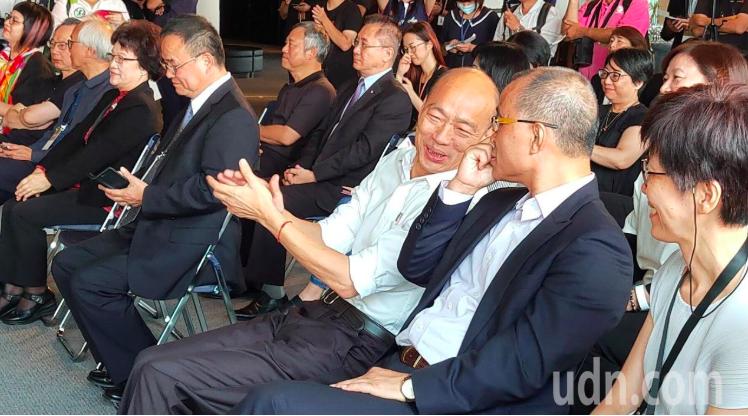 高雄市長韓國瑜(右三)。記者蔡容/攝影
